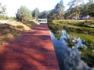 Pomost kajakowy w Bąku na kanale rzeki Wdy